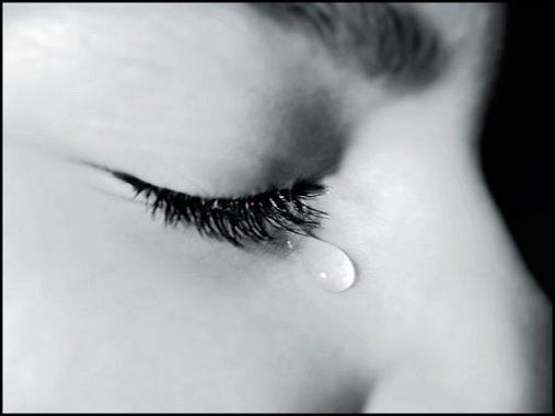 Mơ thấy mình khóc, mơ thấy nước mắt điềm báo gì và đánh con số nào