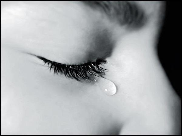 mơ thấy mình khóc, mơ thấy nước mắt điềm báo gì