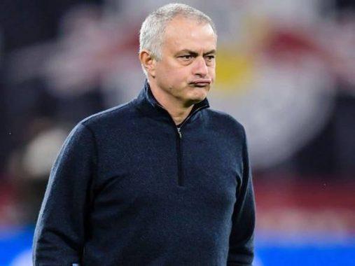 HLV Jose Mourinho vấp phải khó khăn trong lúc dẫn dắt Tottenham