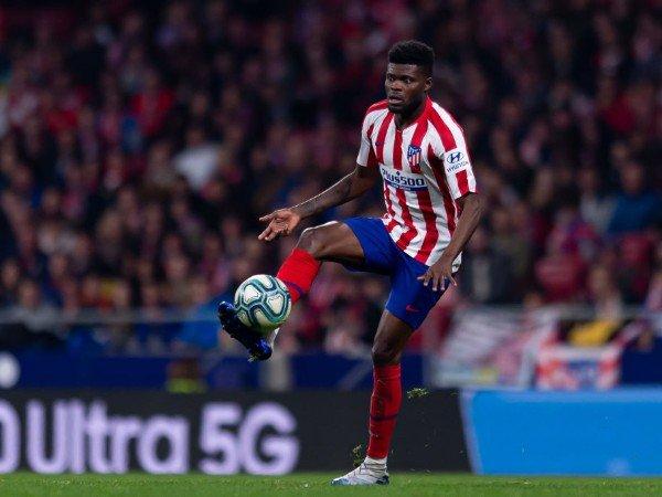Tin Arsenal 24/4: Được xác nhận quan tâm tới tiền vệ Atletico