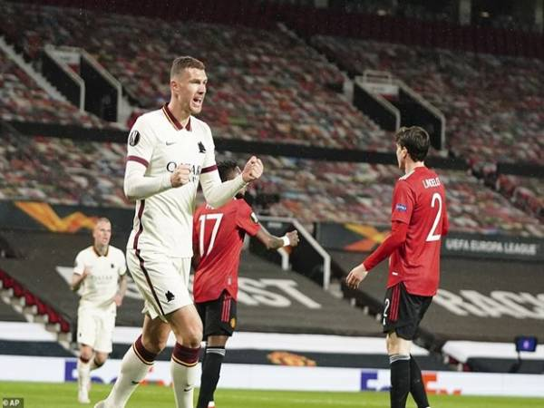 Tin bóng đá 30/4: Chiến thắng hủy diệt MU đặt một chân vào chung kết